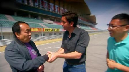 老外真会玩, 面包车挑战中国赛车场记录, 经理都忍不住露出了尬笑!