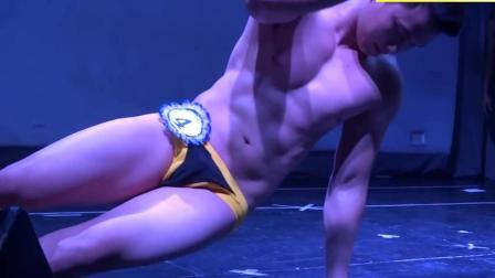 泰国男模大赛冠军T台表演, 身材惹人羡慕