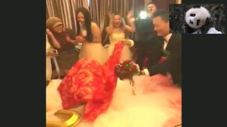 小伙看到穿着婚纱的人是我时, 整个人瞬间懵了