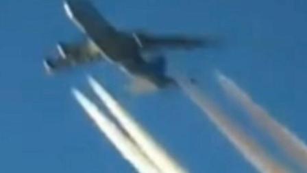 坐飞机的时候又看见另一架飞机飞过来, 还好没有相撞
