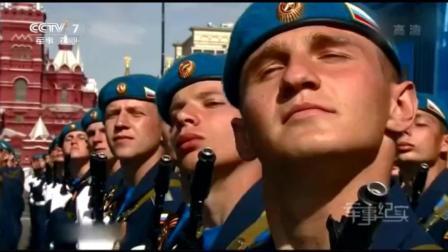 俄罗斯红场阅兵, 解放军仪仗队一出场, 当地观众起立鼓掌太威武了