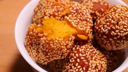 小雄美食: 南瓜饼的家常做法, 加面粉一起拌, 做出来才更好吃