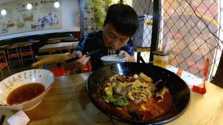 试吃39元一碗的牛肉鱼片冒菜, 菜下面都是豆芽填充物