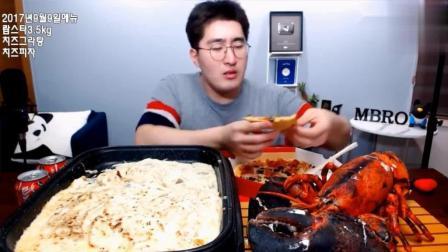 韩国吃播: 大胃MBRO小哥吃7斤重超大龙虾和烤芝士披萨, 太奢侈了