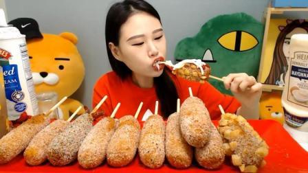 韩国大胃王卡妹, 吃脆皮热狗棒, 一次吃这么多, 吃得也太过瘾了!