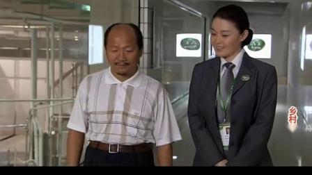 广坤和杨总搭话,炫耀自己一年可以赚八九千,结果听到杨总的懵了