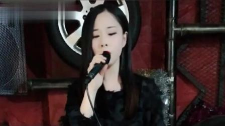 酒吧美女一首《预谋》唱得很现实, 听得好心痛