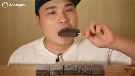 韩国大胃王胖哥, 吃6根冰棍, 牙口真不错, 这么吃不怕拉肚子吗?