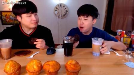 韩国大胃王豪放派吃播donkey兄弟吃6个不同口味玛芬蛋糕, 喝饮料