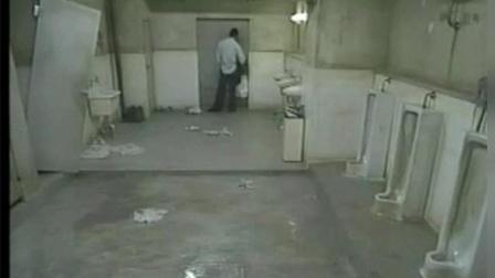日本小伙被困公厕24小时, 次日一早保洁员开门后吓到了……
