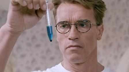 科学家对自己做了一个实验, 肚子竟一天天变大, 行为也越来越怪异