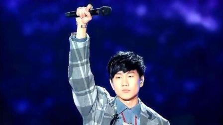 林俊杰演唱梁静茹经典情歌《崇拜》, 坚定的唱出对爱情的虔诚!