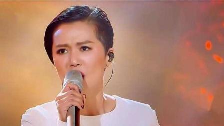 谭维维倾力演唱《灯塔》, 漂亮的高音震撼全场观众!