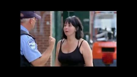 国外恶搞: 你手上的是哪里来的? 你是不是和她一伙的! 措手不及, 全场笑喷!