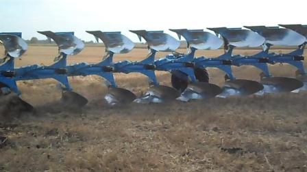 看看国外的农场, 这完全是机械自动化, 在这里干活是一种享受