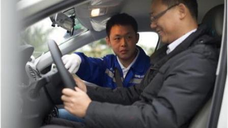 自动挡起步、停车的正确方法, 很多老司机都搞不懂, 搞明白别毁车