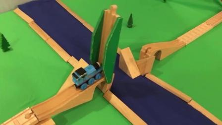 thomas and friends trains toy 11 托马斯小火车 玩具分享英语 stunts