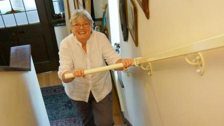 国外女孩的发明, 就是让老人自如上下楼梯, 竟获国际大奖?