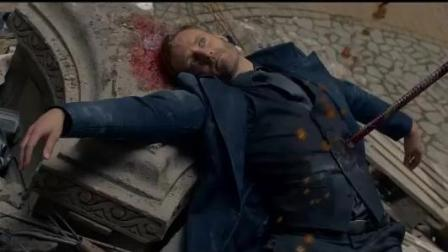帅哥死的太惨了, 尸体被人吐了一身, 吐完还被插了一刀