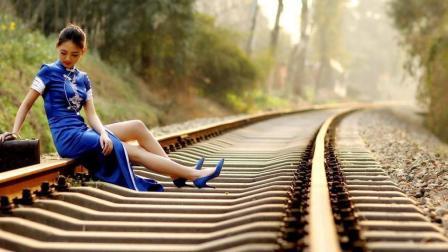 """为何火车周围草木茂盛, 铁轨中间却从不长草? 铁道部说出背后有""""猫腻"""""""