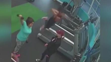 美女跑步机上玩自拍被摔惨, 面部着地, 网友: 别把自己作死了