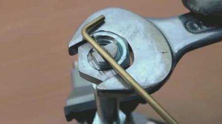 牛人自制小工具, 铁条都能轻易掰弯, 真是厉害了