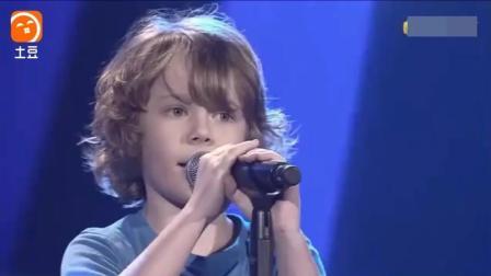 四岁小孩翻唱美国著名歌手的歌, 比原唱的还要好听