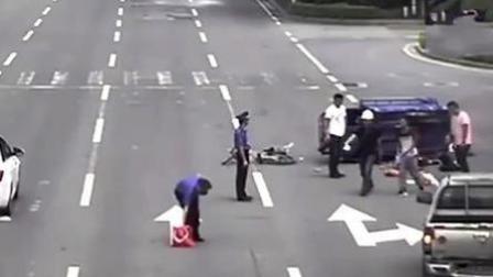 点赞!骑车男子被压车底 路过市民及城管合力救人