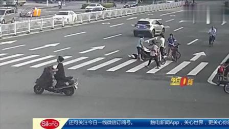 女子骑摩托撞上自行车意外身亡, 离奇车祸引起网