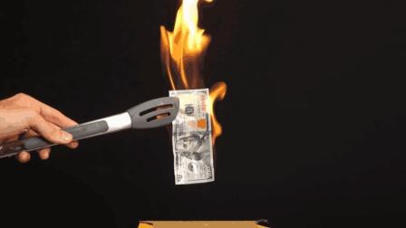神奇的科学实验: 纸张遇上酒精只着火不燃烧? 难