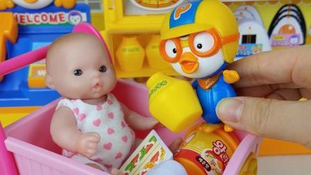 米可和宝宝从超市选购三明治和披萨