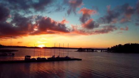 航拍美丽的晚霞与湖泊