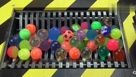 100个弹跳球丢入粉碎机里, 慢慢吞没, 看着真过瘾!