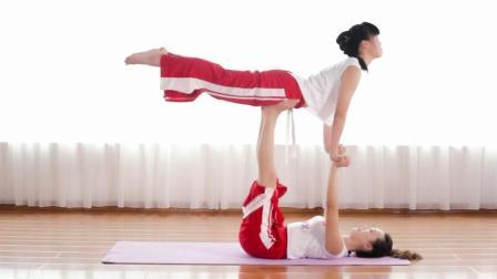 你为什么做不了双人瑜伽, 下面的人懂得配合很重要, 试试吧