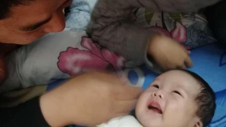 宝宝呼吸困难送医, 只因爸爸做了这个动作逗娃, 说不定你家也做过
