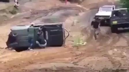 车子翻了, 这么一推, 没想到这辆车一发不可收拾