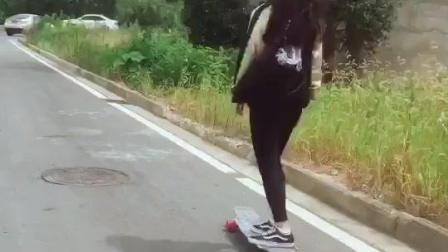 #滑板女孩##滑板日常##滑板长板刷街#做一个洒脱的追风少女