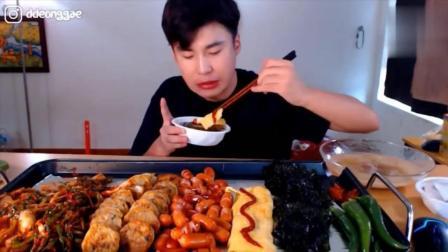 韩国大胃王吃播豪放派donkey哥哥吃海苔、鸡蛋卷和烤香肠, 青辣椒