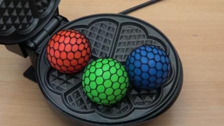当3个抗压球遇到电饼铛会怎样? 你猜它会变成什么样? 一起见识下!