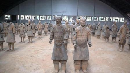 """大叔22年修复130多件兵马俑, 其中一件""""中国紫""""御手俑叹为观止"""