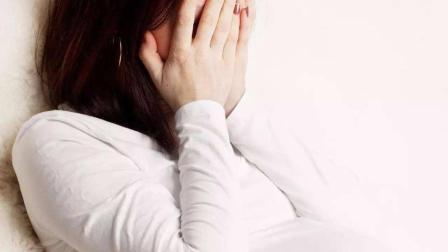 孕妈多次产检被问是否有流产史, 回答后, 丈夫心疼的抱住她!