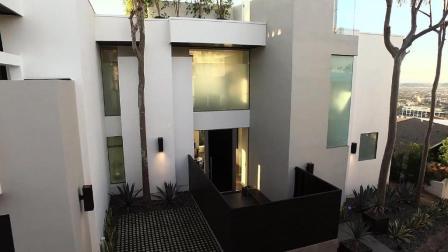 欢迎回家: 洛杉矶穆赫兰大道9392号私人别墅, 简约自然的现代生活美宅!