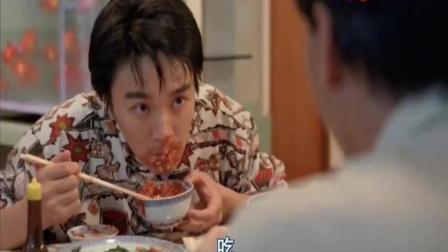 周星驰电影中吃辣椒拌饭这段太搞笑了, 美女在一