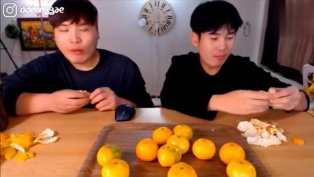 韩国大胃王吃播豪放派donkey兄弟吃17个酸甜多汁的新鲜橘子, 好吃