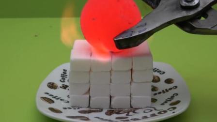 把1000度铁球放到一堆糖块上, 猜猜糖块会变成什么样? 一起看看吧