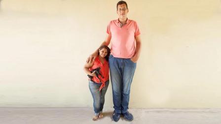 巴西第一巨人身高2.3米, 娶1.5米娇妻, 身高差80厘
