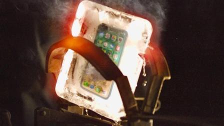 用冰块保护的iPhone X扔进1000℃超大捕兽夹? 冰与火看着都爽!