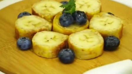 全麦吐司卷, 香蕉蓝莓, 还有一份炒芦笋, 美味营养餐
