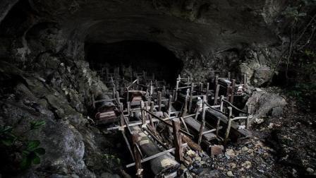 """贵州苗族""""洞葬""""风俗, 山洞堆满568具棺材, 走进"""