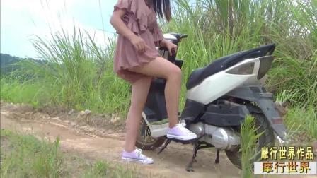 12思思白色鬼火摩托车电启动加踩踏, 美女骑摩托车, 美女踩发摩托车, 摩行世界